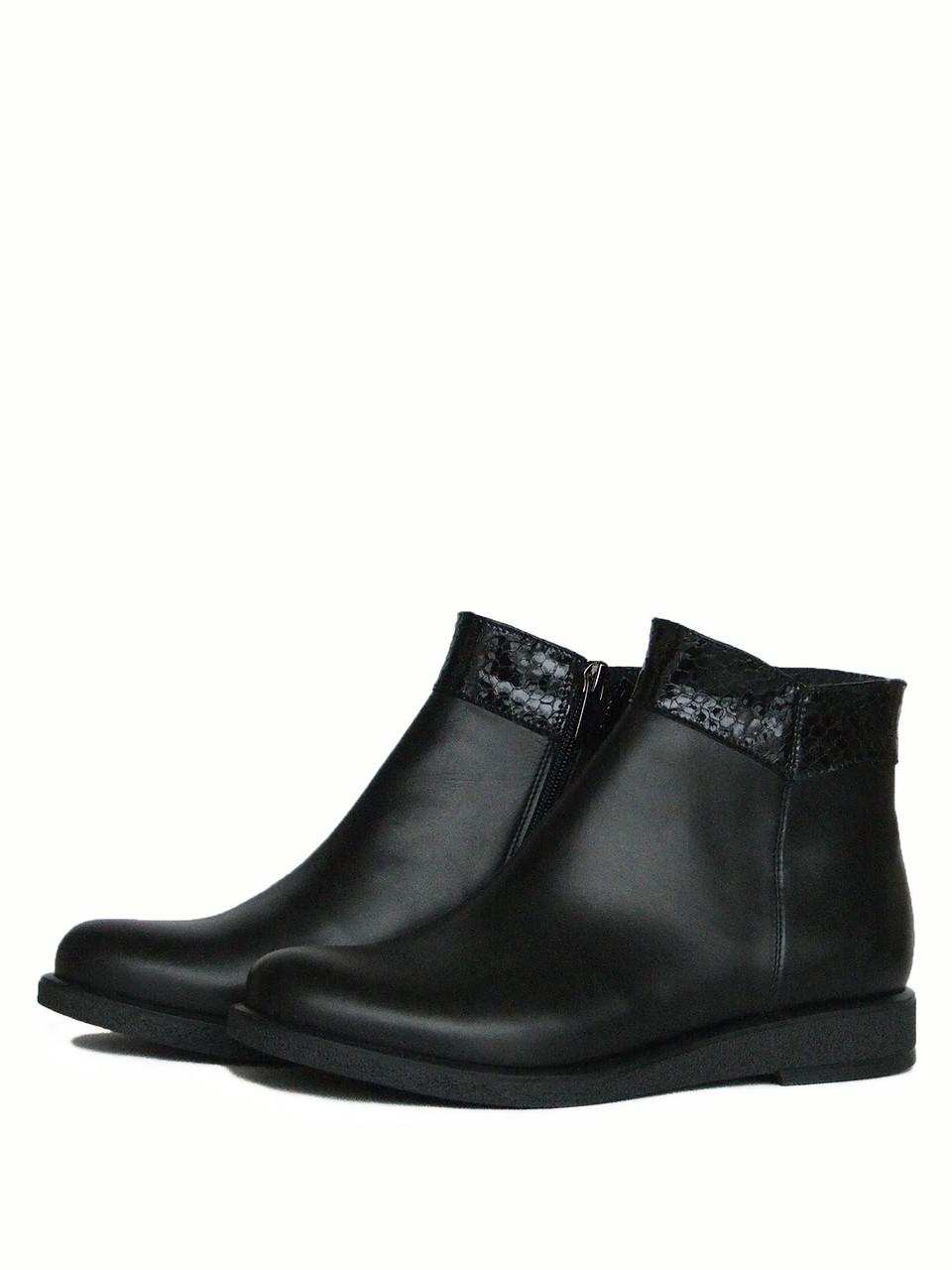 Кожаные короткие ботинки на низком ходу
