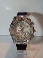 Женские часы Нublot, циферблат в камнях