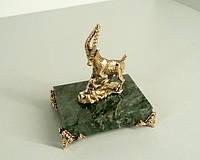 Сувенир бронзовая фигурка Коза на подставке с ножками