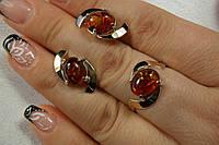 Серебряный набор украшений с янтарем - кольцо и серьги