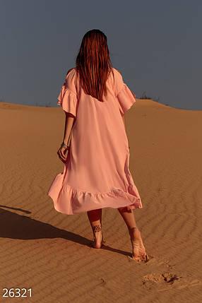 Свободное летнее платье асимметричного кроя с удлиненной спинкой миди короткий рукав персиковое, фото 2