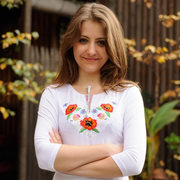 Осенняя женская футболка-вышиванка с рукавом 3/4 Маки-братчики до 54 размера - Белая