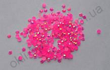 Стразы для дизайна ногтей голограммные (ярко-розовые) 100 штук