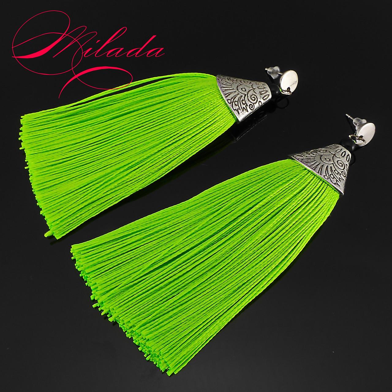 Серьги - кисточки ярко-зелёные.