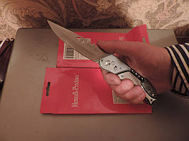 Нож автоматический-фонарик, штопор и открывалка.