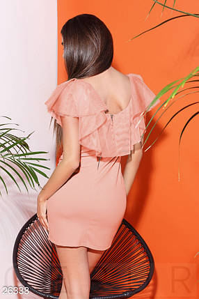 Летнее облегающее платье из креп дайвинга с рюшами персиковое, фото 2