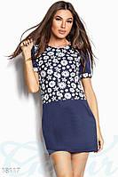 Стильное платье короткое прямой силуэт с цветами синее