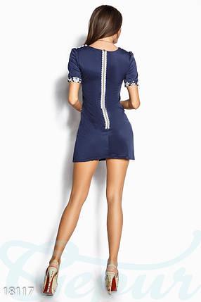 Стильное платье короткое прямой силуэт с цветами синее, фото 2
