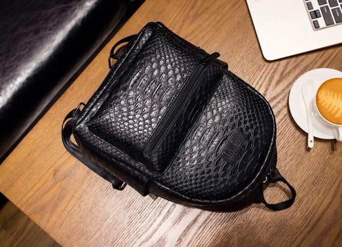 Стильный городской рюкзак под кожу питона
