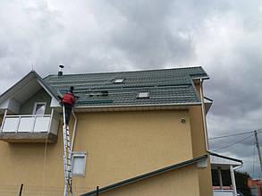 установка солнечных батарей на скатную крышу с применением системы алюминиевых креплений