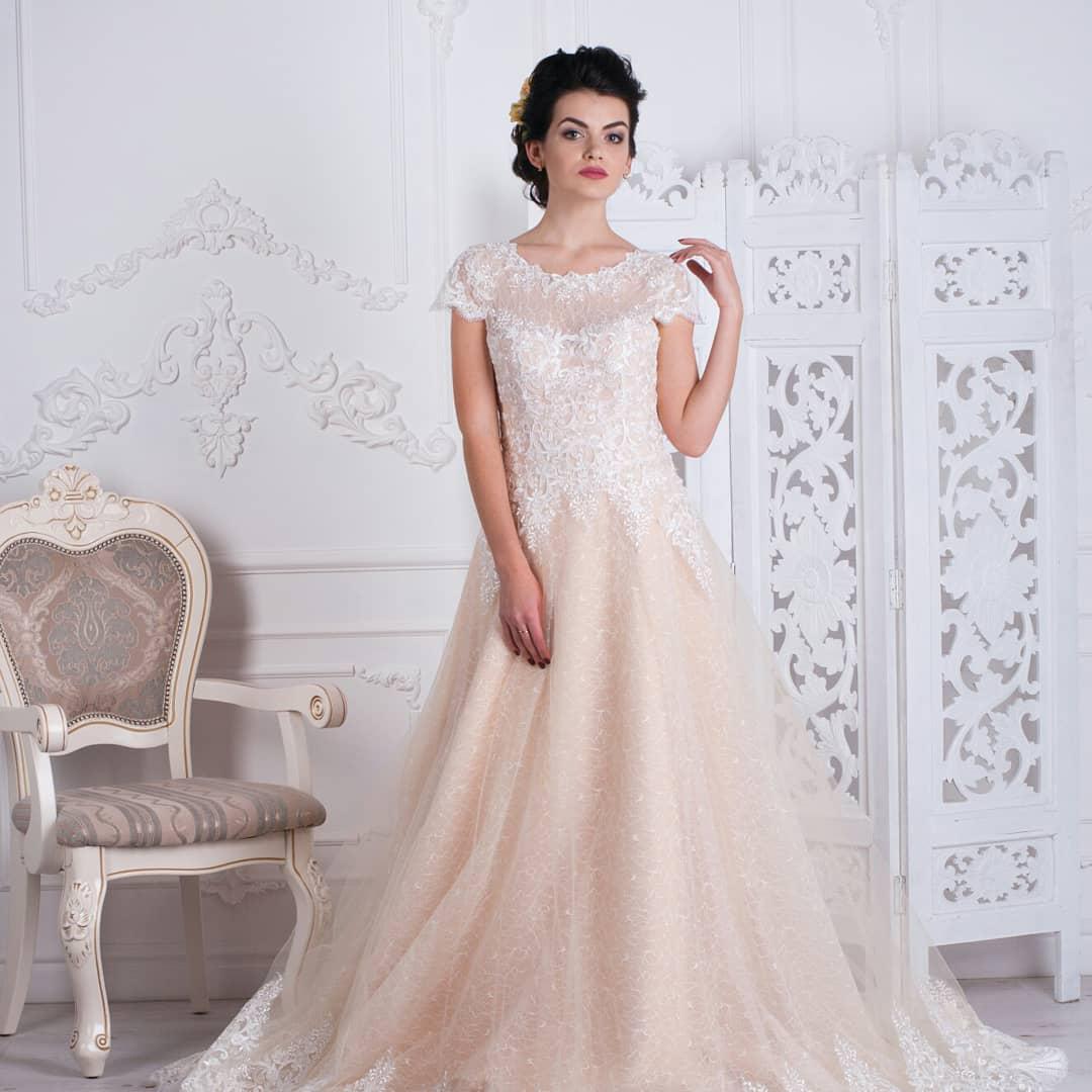 Свадебное платье (нюд, карамель) со шлейфом