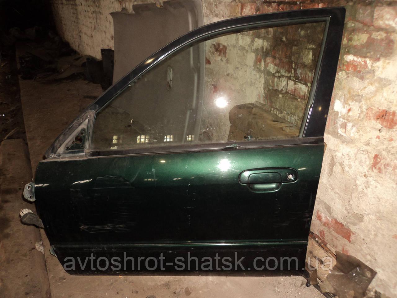 Б/у двері задні передні для Mazda 323F