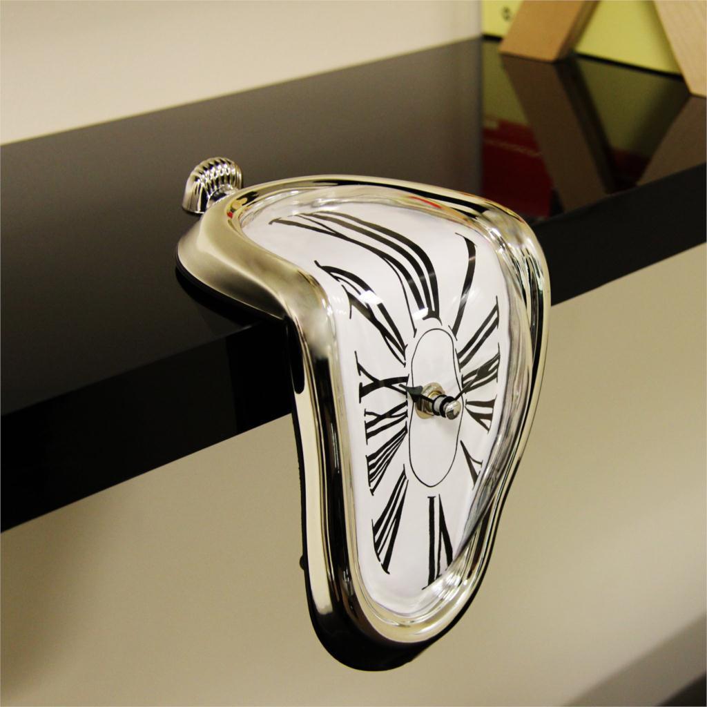 Стекающие часы Сальвадора Дали. Плывущие часы на полку. Настольные часы