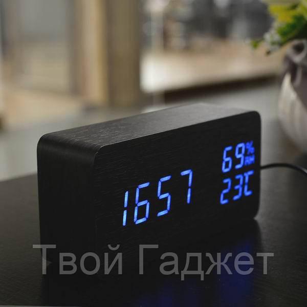 Настольные часы c синей подсветкой на черном фоне с датой и влажностью воздуха в виде бруска VST-862S-5