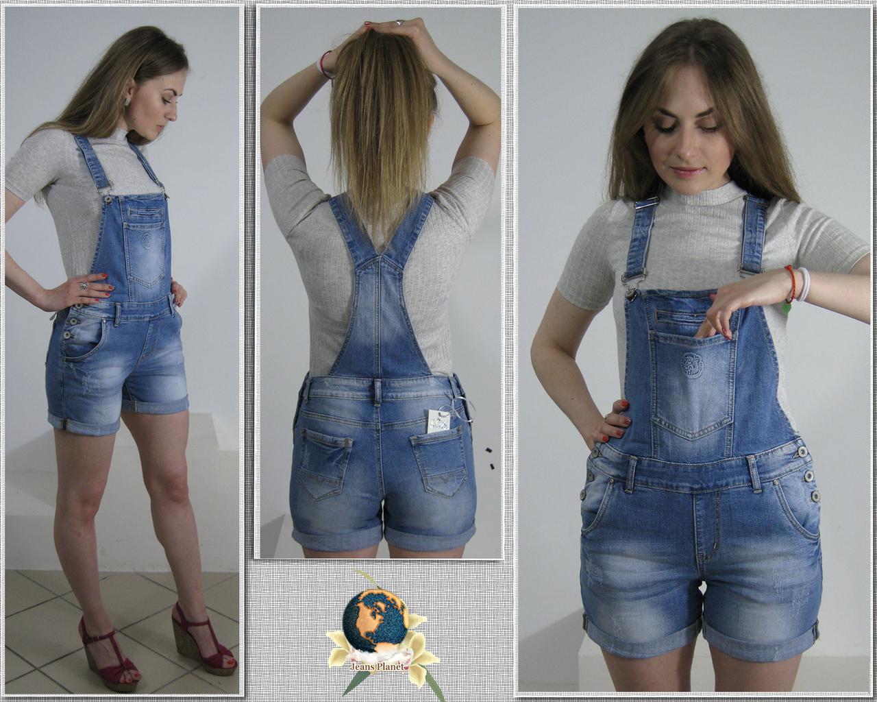 Жіночий джинсовий комбінезон з шортами блакитного кольору батал