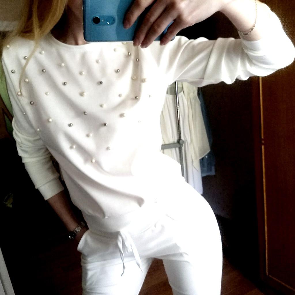 Потрясный женский спортивный костюм с жемчугом бусинками на весну/осень ткань трикотаж М-ка белый молочный