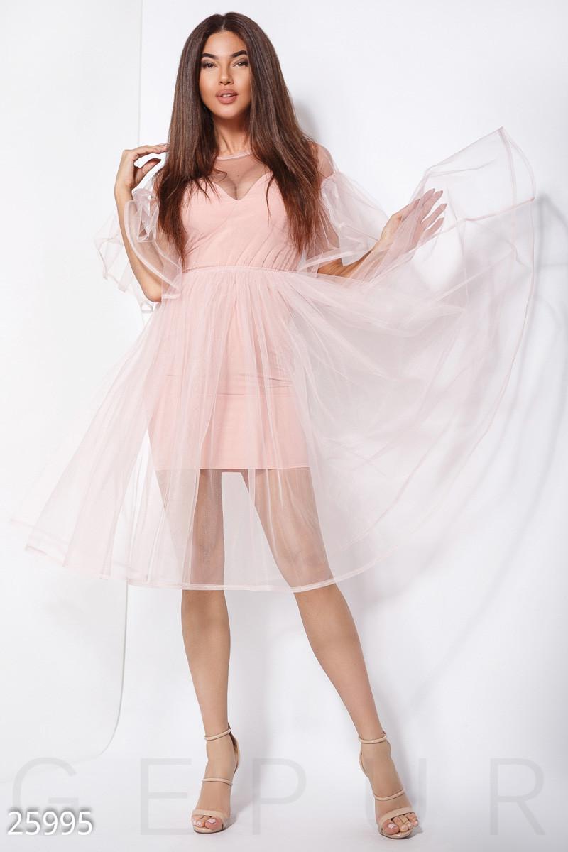 Вечернее платье средней длины с пышной юбкой и воланами из фатина нежно розовое
