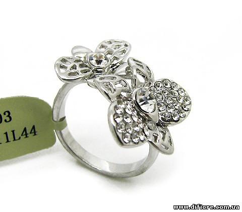 Ажурное кольцо с прозрачными фианитами