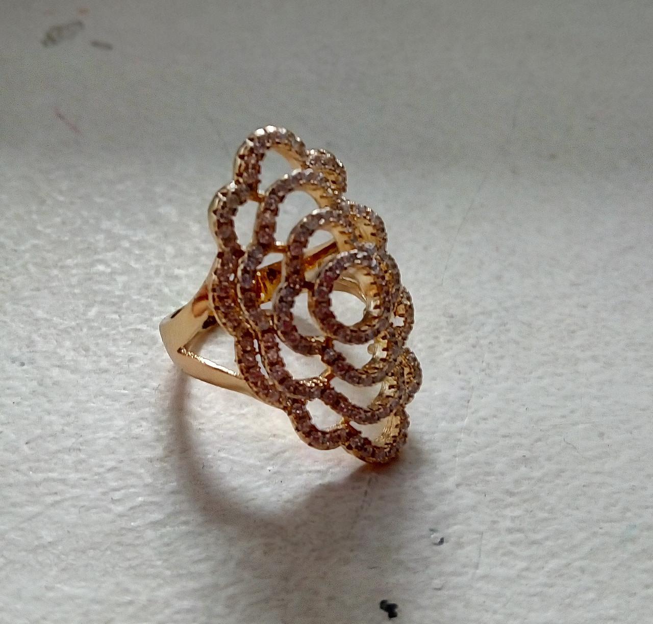 Ажурное кольцо с россыпью фианитов