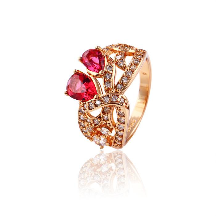 Великолепное кольцо с красными фианитами