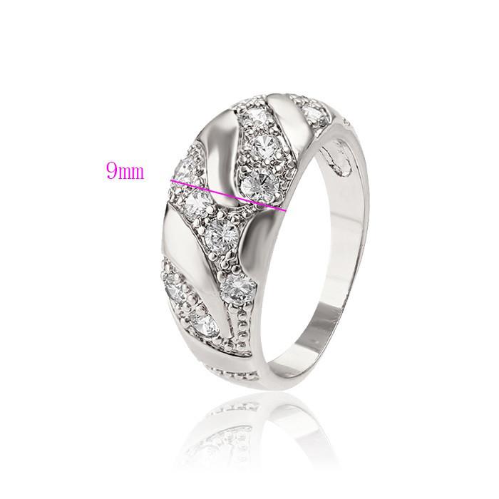 Женственное кольцо с фианитами и гладкими гранями
