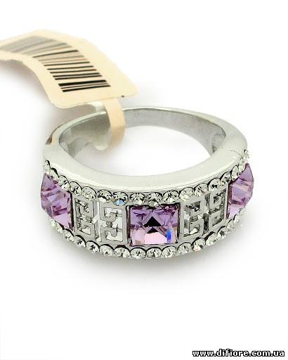 Изысканное кольцо с лиловыми фианитами