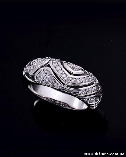 Изящное кольцо Волна с россыпью фианитов