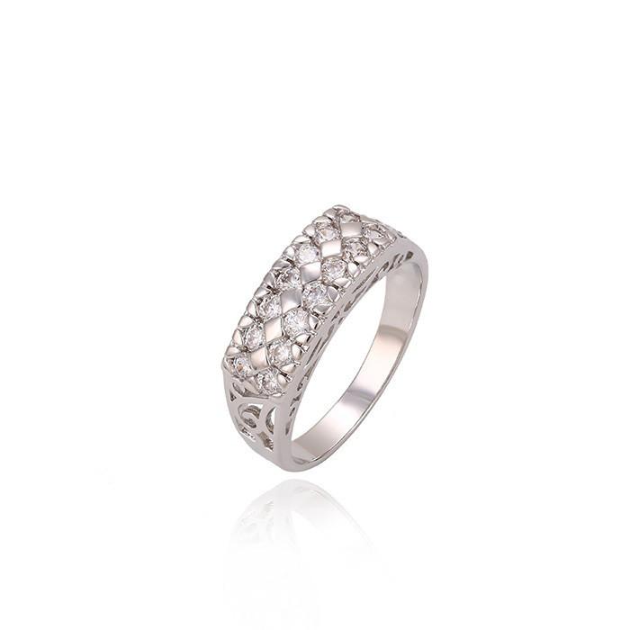 Изящное кольцо с узором из белых фианитов