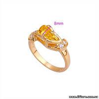 Интересное кольцо с медовым фианитом