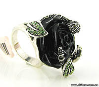 Интересное кольцо с черной розой и змейкой