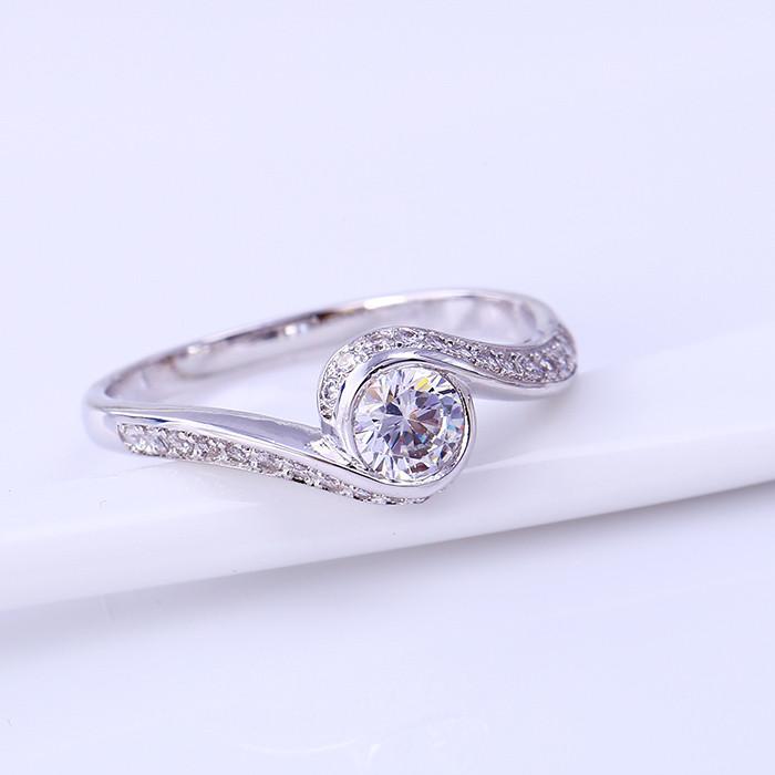 Классическое кольцо с прозрачными фианитами