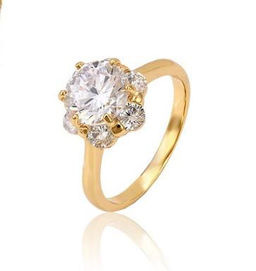 Красивое кольцо золото с крупным фианитом