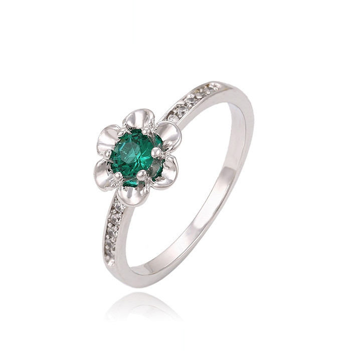 Красивое кольцо с изумрудным фианитом