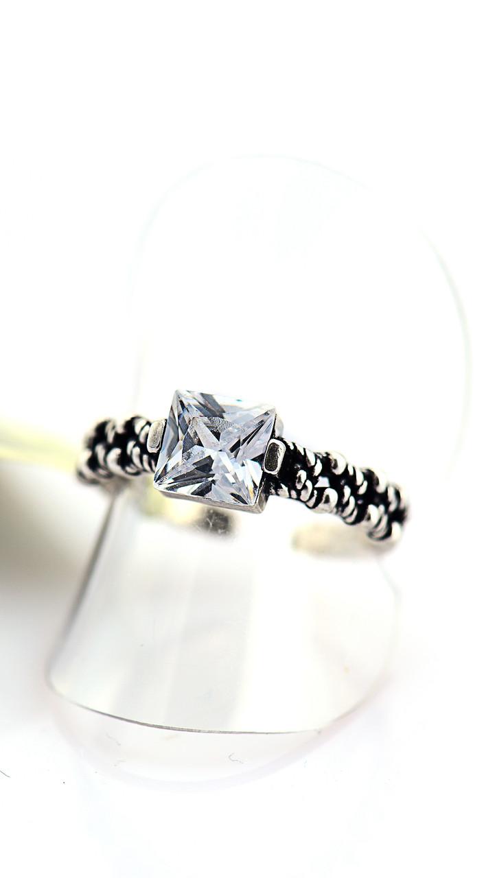 Нежное кольцо с квадратным белым фианитом