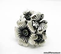 Нежное кольцо с цветами и бабочкой
