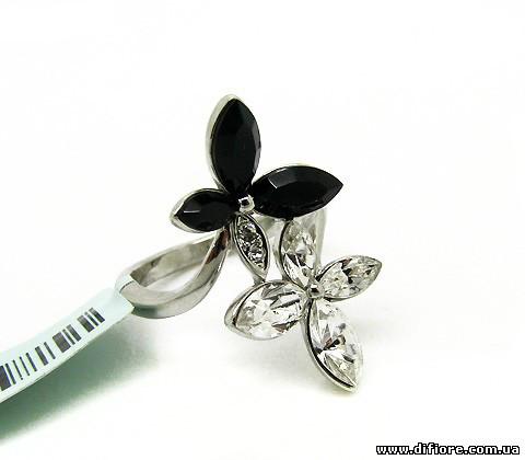 Нежное черно-белое кольцо с фианитами маркиз
