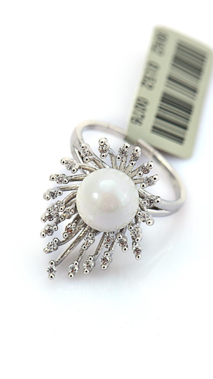 Необычное кольцо с фианитами и белой бусиной