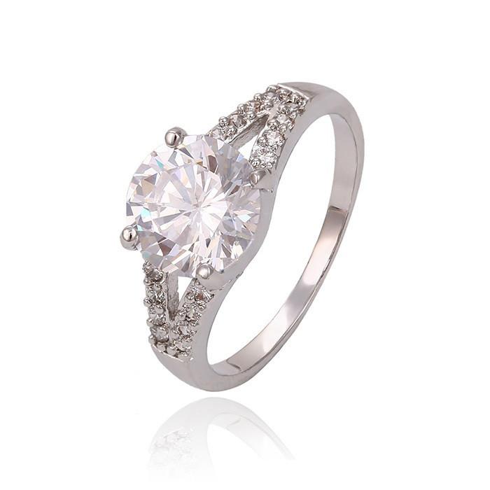 Обворожительное кольцо с крупным фианитом