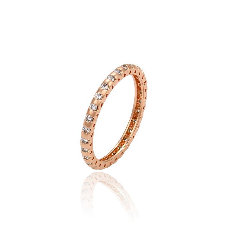 Тонкое кольцо золото с фианитами по всей длине