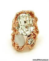 Фееричное кольцо с прозрачными фианитами и кошачим глазом