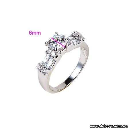 Эффектное кольцо с белыми фианитами