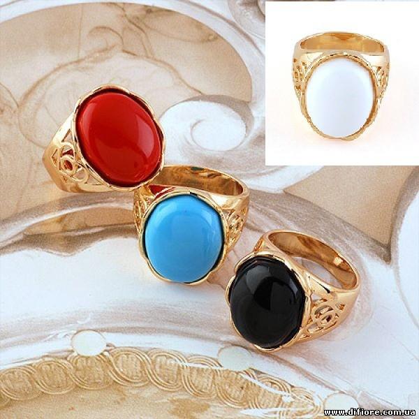 Эффектное кольцо с искусственным красным нефритом