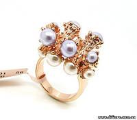 Оригинальное кольцо с белыми и голубыми полубусинами