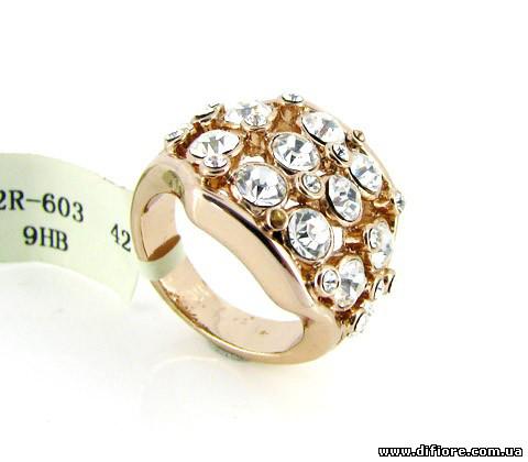 Пленительное кольцо с россыпью белых фианитов