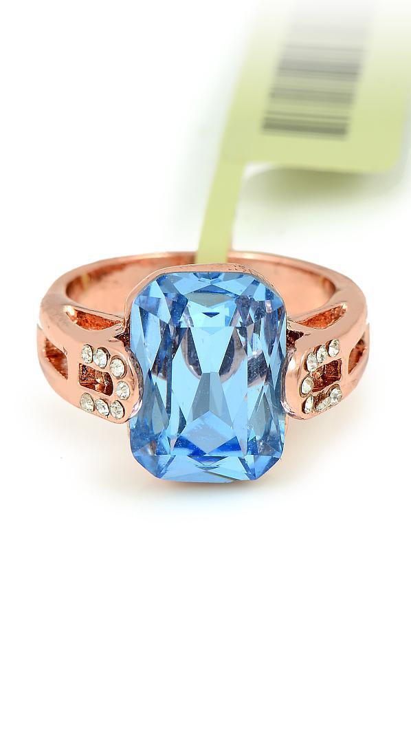 Прекрасное кольцо с голубым фианитом
