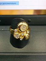 Прекрасное кольцо с разными прозрачными фианитами