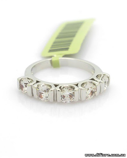 Прелестное кольцо с 5 фианитами