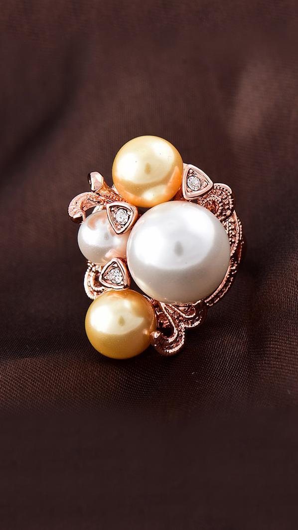 Привлекательное кольцо с искусственным жемчугом
