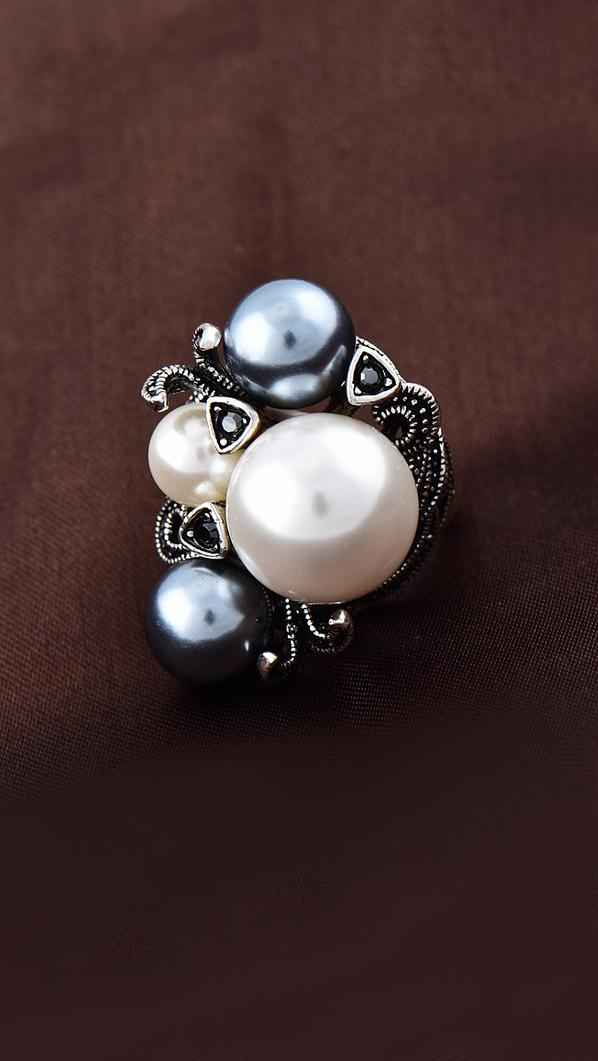Роскошное кольцо с жемчугом и марказитами