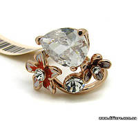 Яркое кольцо с цветами и крупным фианитом огранки груша